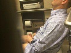 Str8 spy vidz daddy in  super public toilet