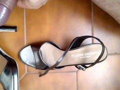Cum on vidz gray sandals