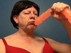 Naughty Gigi vidz deepthroat bulge