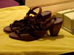 Cumming on vidz girfriend's brown  super wedge sandals