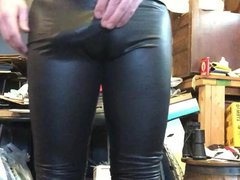 Horny in vidz leggings