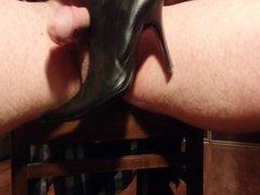 Cumming on vidz wifes heels