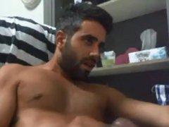 Bearded guy vidz cumming hard