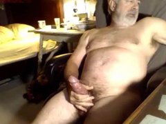 Old bearded vidz guy shooting  super a load during phone sex