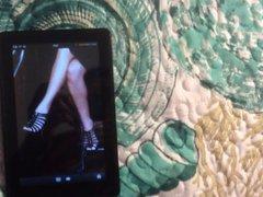 Cumming on vidz Margot Robbie's  super Feet