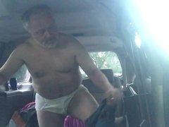 Me jo vidz in backseat  super of my van