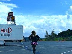Rubberwhore Monique vidz - Als  super Gumminutte an der Autobahn