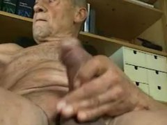 grandpa cum vidz on cam  super and taste his cum
