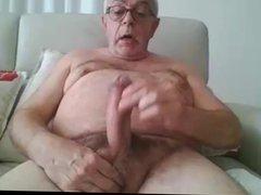 Sexy Daddy vidz cums on  super cam