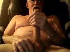Grandad enjoys vidz cumming