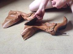 Cumming on vidz tan knee  super boots