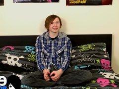 Emo twink vidz Jack Halliwell  super stroking his cock on his emo bed