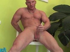 Muscular dude vidz Alfredo Castaldo  super loves stroking his meatsicle