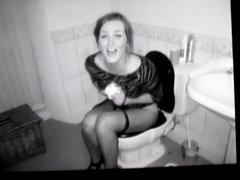 A girl vidz on a  super toilet cum tribute 25