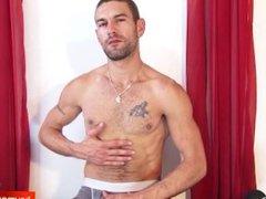 A innocent vidz str8 delivery  super guy serviced his big cock by a guy!
