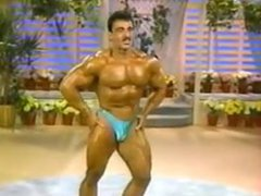 Pro Bodybuilder vidz Muscle Comparsion  super With Talkshow Host