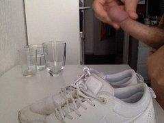 Cum on vidz girlfriend's shoes