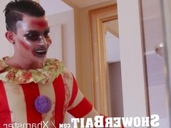 ShowerBait - vidz Freaky Clown  super Creeps Up On Horny Dude