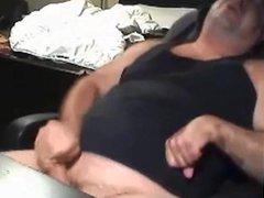 Chunky daddy vidz jerking off