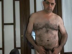 Gorgeus spanish vidz huriste bear  super wanking his uncut cock