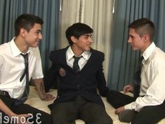 Cute college vidz boys kiss  super and eat meat in a threesome