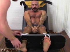 Gay men vidz shake their  super legs when naked xxx