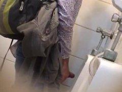 Espiando rola vidz banheiro