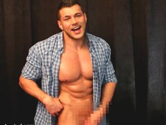 Naughty naked vidz hunk wanking  super and flexing in the work shirt