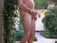 Older men vidz pissing in  super the garden