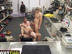 Sexy fitness vidz trainer gets  super down on his knees and gets fucked