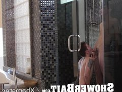 ShowerBait - vidz Straight guy  super gets turned out in the shower