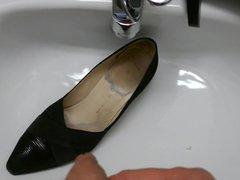 Piss in vidz co-workers high  super heel