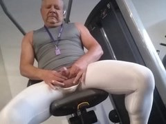 At the vidz gym in  super Arroyamn tights
