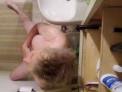 Exhibitionist potty vidz and showertime