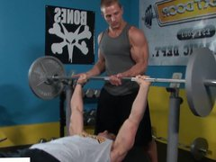 Ripped gym vidz stud cocksucked  super while working out