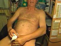 grandpa cum vidz on webcam