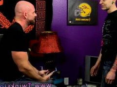 Young gay vidz twink shoot  super big tubes and hot guys jerking in gym shorts