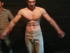 Bodybuilder need vidz shows off  super for his friends
