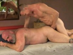 Bear fucked vidz by younger  super man - gaysexaddiction.blogspot.com