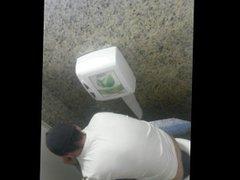 spy a vidz guy in  super toilet 2