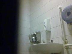Espiando en vidz el baño,