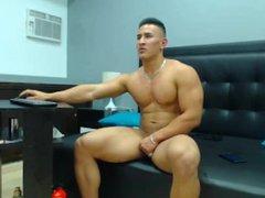 Muscle Guy vidz Beats-Off on  super Cam