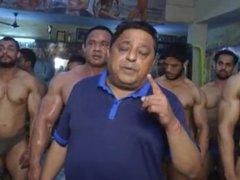 posing malaysian vidz bodybuilder