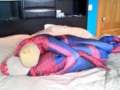 masked spiderman vidz struggles against  super spiderman