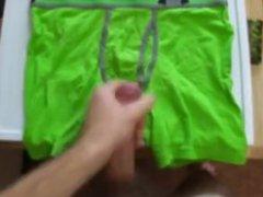 Crache sur vidz son Slip  super vert
