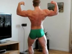 Young bodybuilder vidz posing in  super green underwear