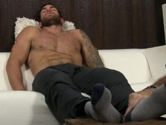 Muscle dude vidz Chase Lachance  super gets feet licked and worshiped