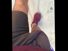 Caminando en vidz cortos por  super la calle, caliente. ( slowmotion)