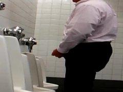 Urinal not vidz shy guy  super puts on a good show