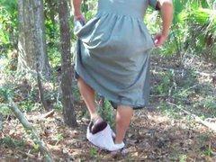 Pee on vidz Green dress  super in maritime forest 1 - Video 161.mp4